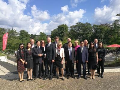 无锡市惠山区与德国拉丁根市续签友城协议